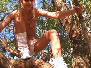 Hot bungler girl gettin nailed outdoors unconnected with dirty have in mind fucker